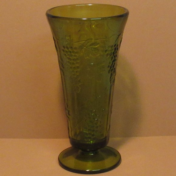 Green Grape and Leaves Vase